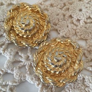 Jewelry - Gold Toned Rope Clip On Earrings
